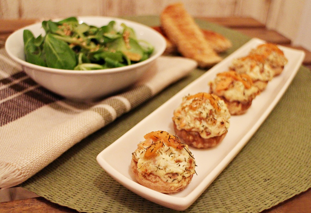 champiñones rellenos de queso crema y salmón
