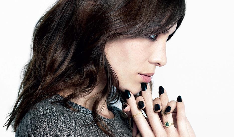 alexa chung nails